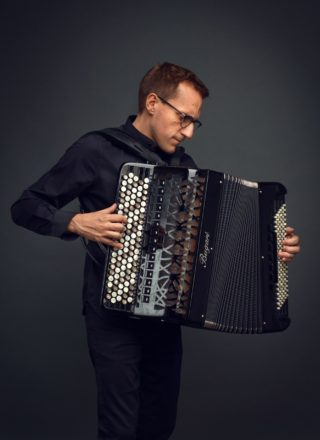 photo de Félicien Brut à l'accordéon