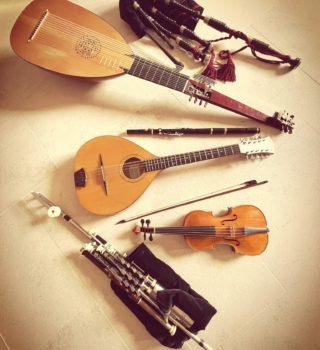 Photo d'instruments de musique utilisés dans le programme Over the Moor